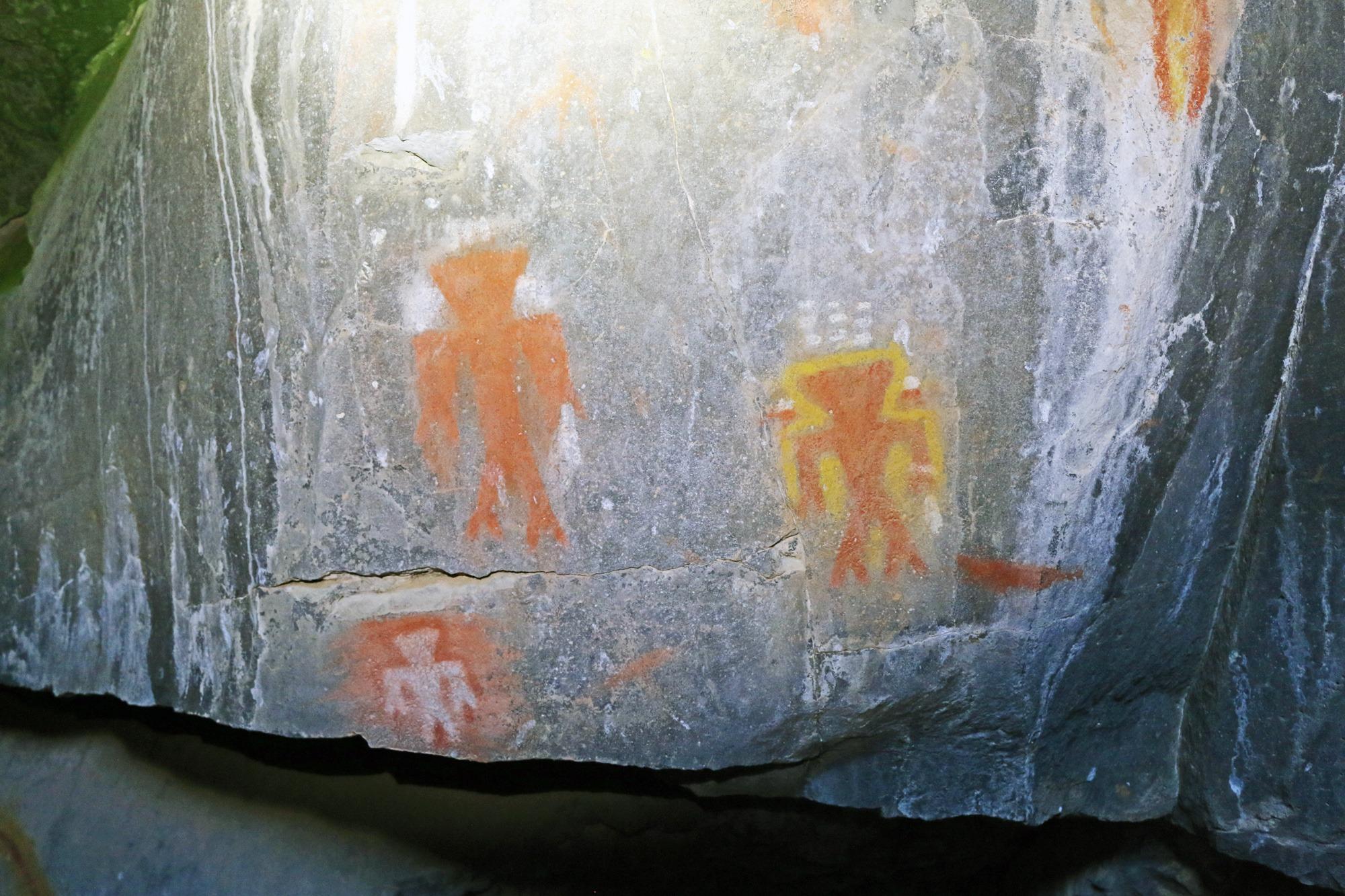 Наскальные рисунки в пещере Паюте